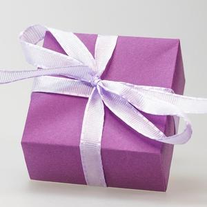 Presentinslagning - Välj papper och snören! Kort medföljer.